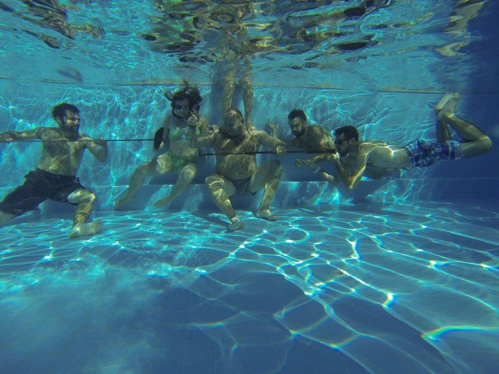 Yarı olimpik yüzme havuzu